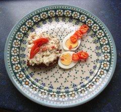 Frischkäse-Brotaufstrich-Rezept mit Paprika, Eier, Apfel, Rosinen