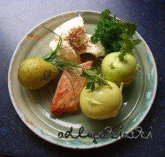 Stremel-Lachs, Kohlrabi, Winterbirne, Petersilie, Schnittlauch, Senfkörner mit Frischkäse