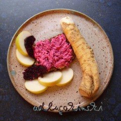 Frischkäse-Brotaufstrich mit Rote Bete, Apfel, Meerrettich