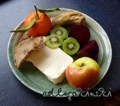 Rote Bete, Kalbfleisch, Kiwi, Mandarine, Apfel, Meerrettich mit Frischkäse