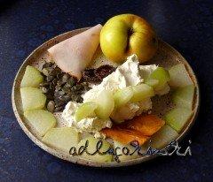 ☕ Rezept: Frischkäse-Creme mit Putenschinken, Kohlrabi, Apfel, getrockneten Aprikosen und Mango, Kürbiskernen | Kulturmagazin 8ung.info