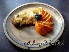 Frischkäse-Rezept mit Orange, Apfel, Backpflaumen, Kürbiskernen, Sonnenblumenkernen