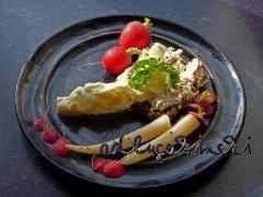 Frischkäse-Brotaufstrich mit Schwarzwurzel, Eiweiss, Radieschen, Kürbiskernen, Petersilie