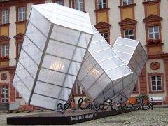♫ Bühnenbild der Stuttgarter Fledermaus – gutbürgerlicher Salon schlägt Purzelbäume Kulturmagazin 8ung.info Dorle Knapp-Klatsch