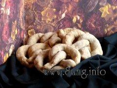 Kekse: Haselnüsse und Pfirsich-Quitten-Marmelade im Vollkorn-Brezel-Rezept