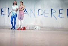 ♂ Der blaue Boll von Ernst Barlach – Kostüme aus dicker, cremiger, bunter Farbe | Kulturmagazin 8ung.info