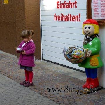 Bild des Tages: Bücher verführen zum Lesen - nicht nur kleine Mädchen | Kulturmagazin 8ung.info
