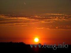 roter Sonnenuntergang zeigt schönes Wetter an