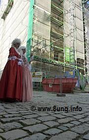 """♫ Bühne und Kostüme im """"Tannhäuser"""" in Bayreuth 2011: Biogasanlage und Venus im Goldkleid Kulturmagazin 8ung.info Dorle Knapp-Klatsch"""