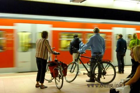 Bild des Tages: S-Bahn im Stuttgarter Hauptbahnhof | Kulturmagazin 8ung.info