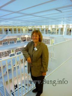"""❢ Neue Stadtbibliothek von Stuttgart am Mailänder Platz - Besucher nehmen """"ihre Bücherei"""" in Besitz Kulturmagazin 8ung.info Dorle Knapp-Klatsch"""