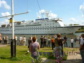 Kreuzfahrtschiff im Nord-Ostsee-Kanal
