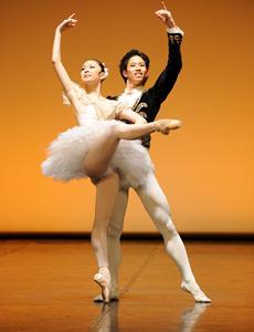 Triadisches Ballett - futuristisch wie eh und je | Kulturmagazin 8ung.info