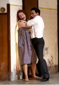♫ La Sonnambula in der Oper Stuttgart - allgegenwärtige Mutter Teresa Kulturmagazin 8ung.info Dorle Knapp-Klatsch