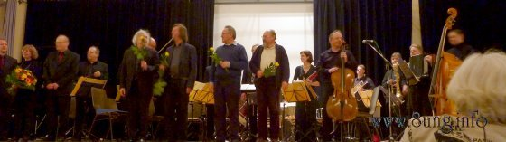 offenburger ensemble und beteiligte Komponisten beim Schlussapplaus