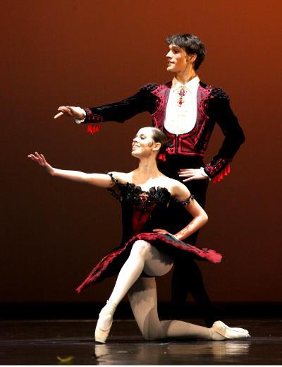 ♫ Don Quijote im Stuttgarter Ballett: Opulente Kostüme – klares Bühnenbild Kulturmagazin 8ung.info Dorle Knapp-Klatsch