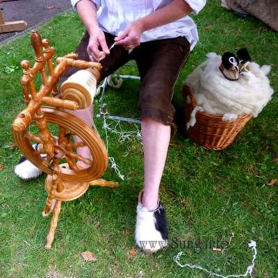 ♀ Wollmarkt in Kirchheim – die Frau spinnt doch wohl! Kulturmagazin 8ung.info Dorle Knapp-Klatsch