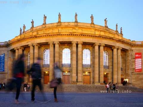 Oper Stuttgart in der Abendsonne