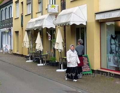 Strassencafe ohne Gäste
