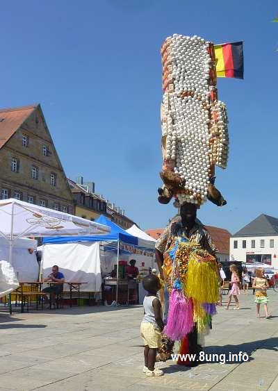 ☼ Bild des Tages: Eiermann auf dem Afrika-Festival Kulturmagazin 8ung.info Dorle Knapp-Klatsch
