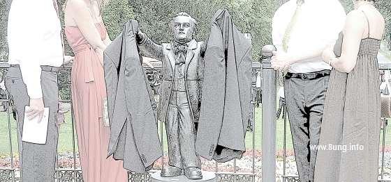 Richard Wagner als Garderobenständer