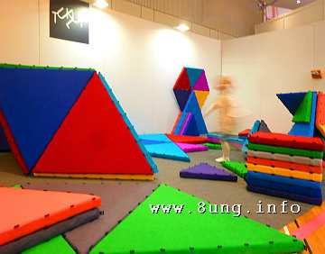 bunte Dreiecke als Spielmatten