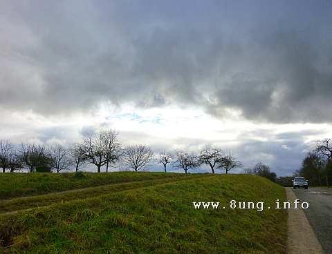 w.landschaft.himmel.wolken.baum.grau.gruen 008aa