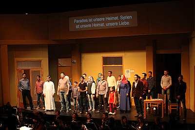 ♫ Cosi fan tutte – Mozartoper mit syrischem Flüchtlingschor | Kulturmagazin 8ung.info