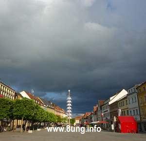 Gewitterwolken auf dem Bayreuther Marktplatz kurz vor dem Regen