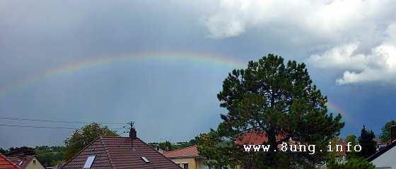 Regenbogen über Haudächern