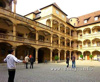 Sonne, aber kühl im Alten Schloss in stuttgart