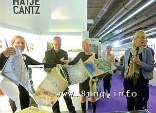 ☛ Frankfurter Buchmesse 2015 – Selfpublisher und Auffallendes Kulturmagazin 8ung.info Dorle Knapp-Klatsch