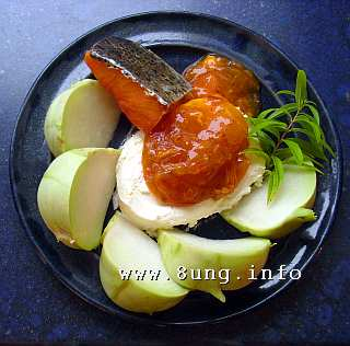 Stremel-Lachs, Khaki, Kohlrabi, Zitronenverbene mit Frischkäse