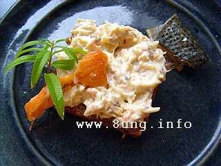 Fertige Frischkäsecreme mit Stremel-Lachs, Khaki, Kohlrabi, Zitronenverbene