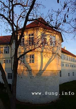 Kirchheimer Schloss um 17 Uhr in der Abendsonne