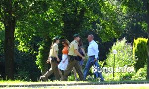 Polizei auf dem Weg zum Festspielhaus in Bayreuth
