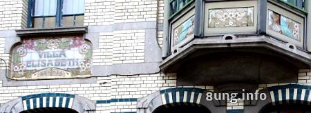 Bemalte Fliesen an Jugendstil-Haus in Gent