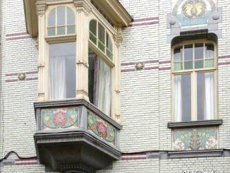 Bemalter Erker an Jugendstil-Haus in Gent