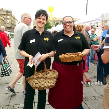 Bäckereifachverkäuferinnen auf dem Stuttgarter Brotmarkt