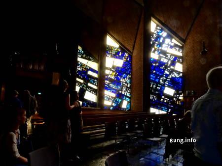 Blaue Glasfenster in der Christuskirche in Bochum