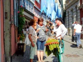 Mobiler Kaufmann auf der Krämerbrücke