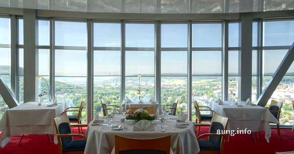 Blick vom Restaurant im Jentower auf Jena und Umgebung