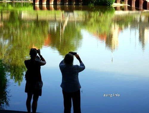 Fotografinnen am Fluss