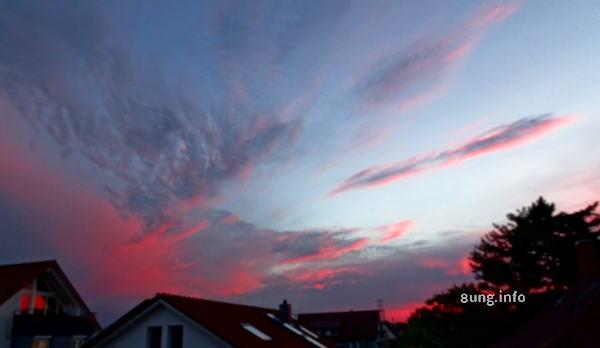 Sonnenuntergang in rot und grau