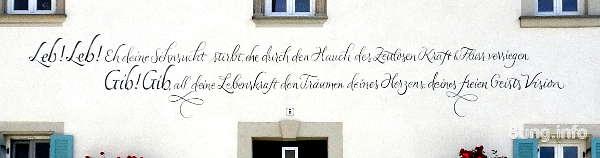 Spruch auf der Hausfassade