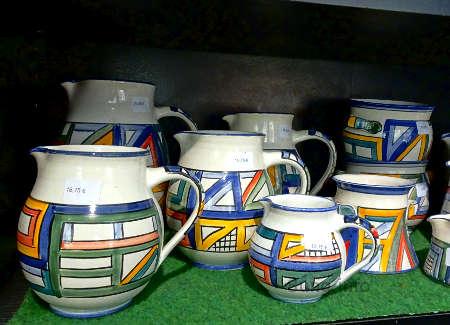 Bunt bemaltes Keramikgeschirr