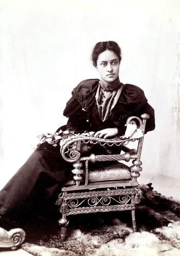 hawaii.Prinzessin Ka'iulani, aufgenommen 1893 im Fotostudio von Elmer Chickering in Boston, Archiv Linden-Museum Stuttgart