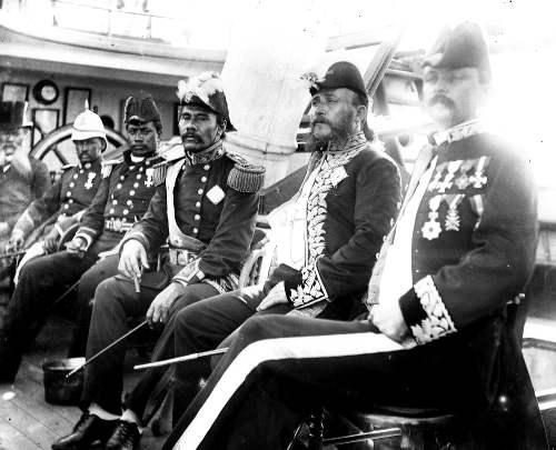 hawaii.Treffen des samoanischen Königs Malietoa Laupepa mit dem hawaiischen Gesandten John E. Bush auf dem hawaiischen Kriegsschiff Kaimiloa, Copyright L. Gonschor