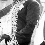 Uniform mit Taroblüten