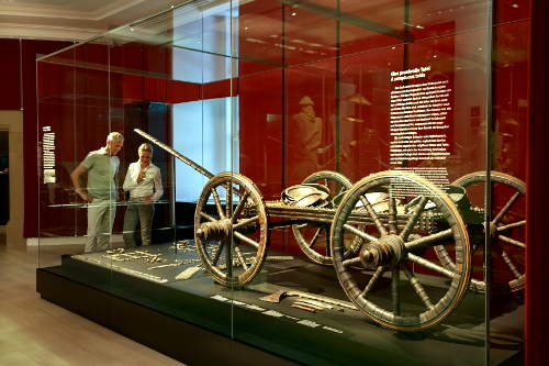 """Landesmuseum Württemberg, Schausammlung """"Wahre Schätze. Antike · Kelten · Kunstkammer"""", Wagen aus dem Fürstengrab von Hochdorf © Landesmuseum Württemberg, Stuttgart; Foto: Christoph Düpper"""